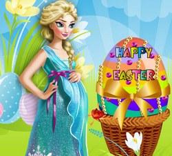 Эльза украшает пасхальные яйца