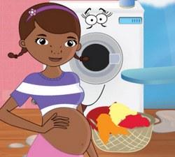 Беременная Доктор Плюшева гладит одежду